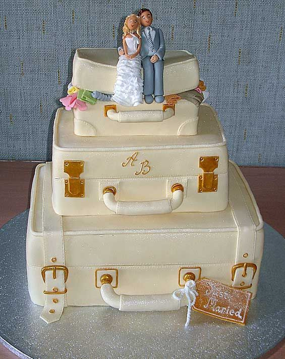suitecase-wedding-cake