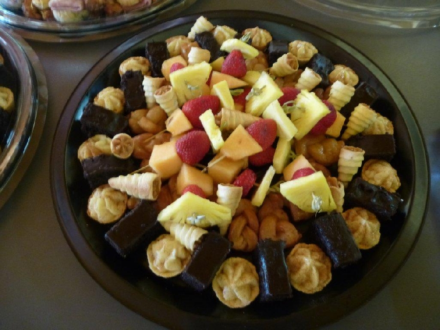 mixed-sweet-and-fruit-platter
